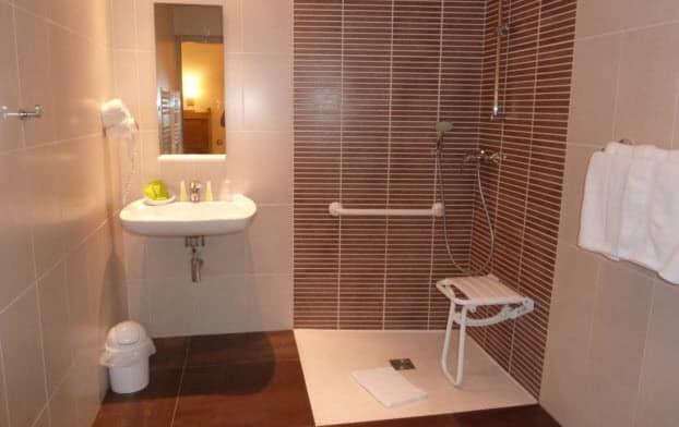 r novation pour s nior paris avec de confort et s curit de. Black Bedroom Furniture Sets. Home Design Ideas